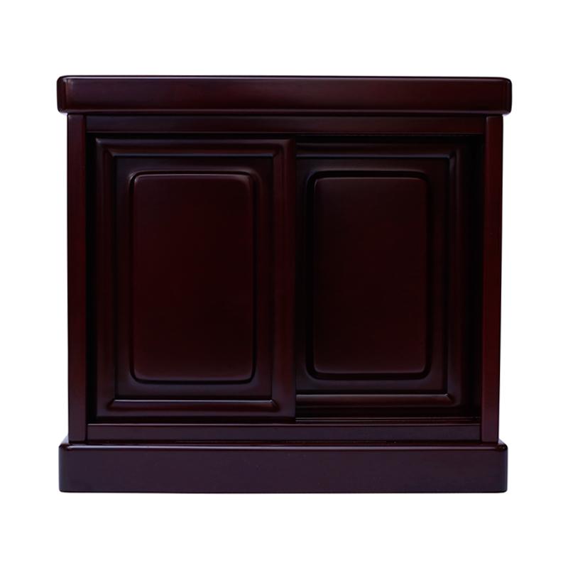 仏壇台の扉を閉じた写真