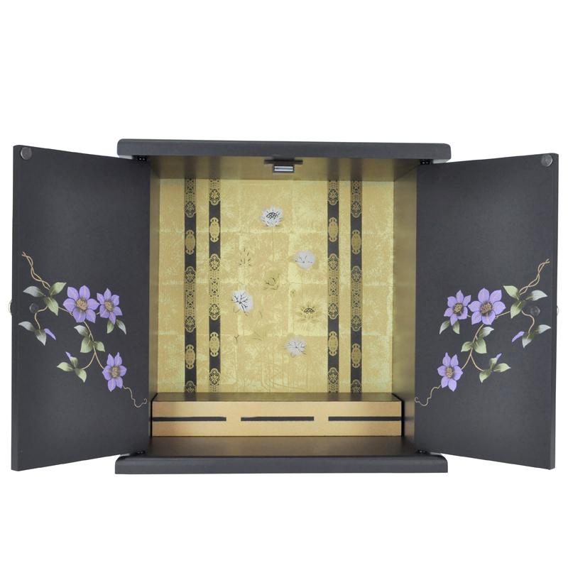 仏壇の扉を開いた写真